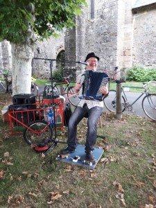 Jacky à vélo paradisio